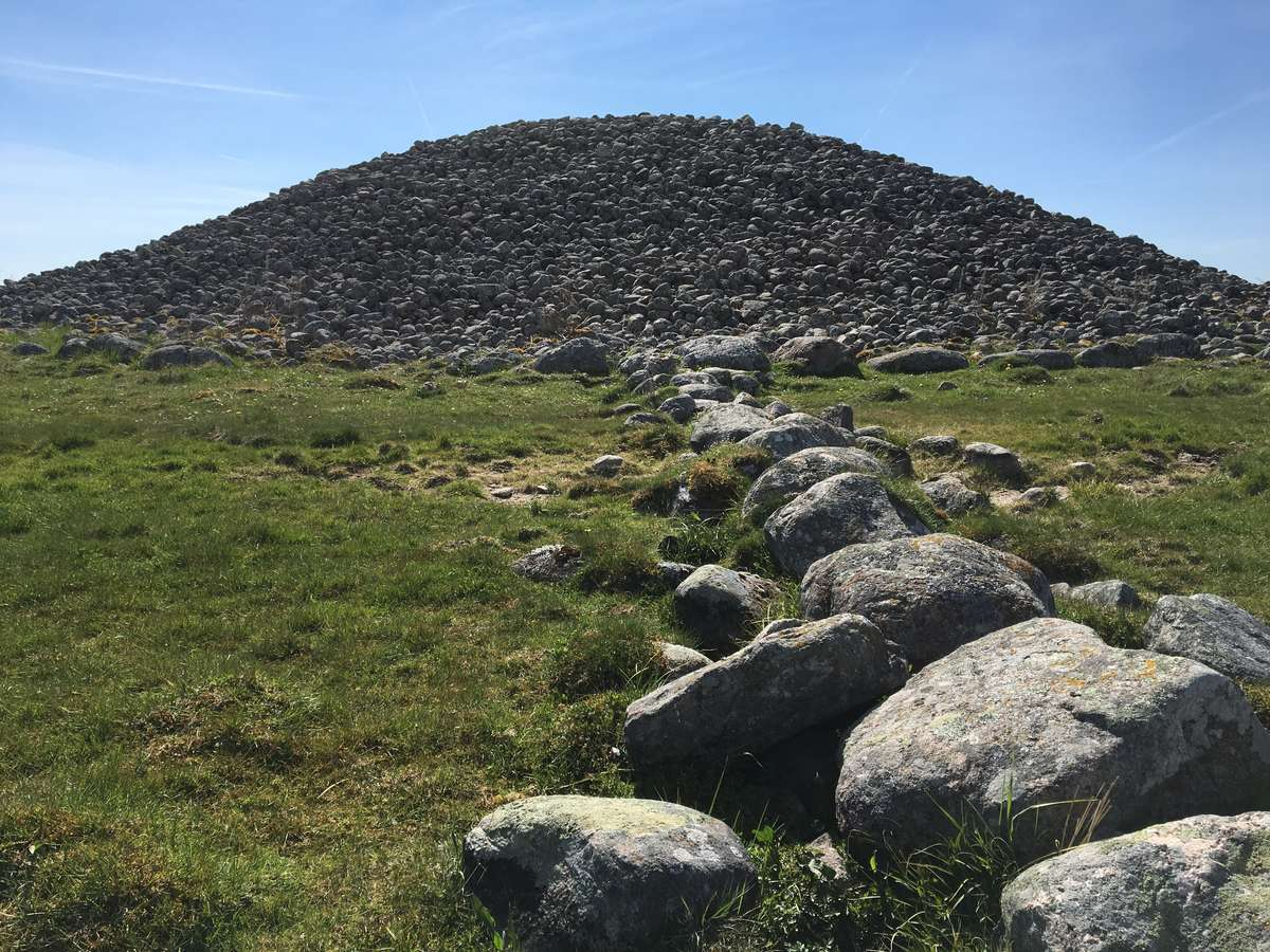 There are also over 400 stone cairns from the Bronze Age on Gotland. This, Uggarde Rojr, is the largest and stands 7 metres high. It was probably associated with nearby burial cairns and may have been a beacon as well.