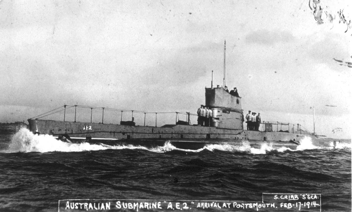 Brand new submarine AE2 and some of the crew, February 1914. Image: S Cribb / ANMM Collection: 00015813.
