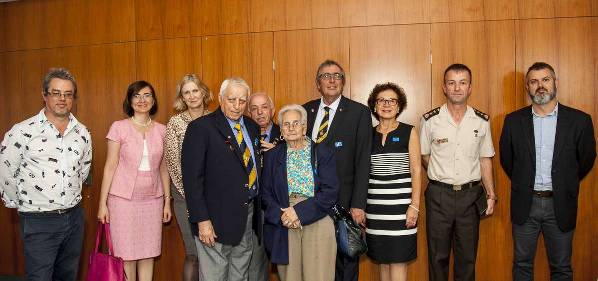 Artist Alexander Knox left, Consul-General Turkish Consulate in Sydney Dr Seday Hanbay Arca, , ANMM senior curator Daina Fletcher, members of the Turkish sub-Branch of the RSL, Auburn Mr. Cemil KILICOGLU, and Mr. And Mrs. Sevket TOKDOGAN, authors John and Hatice Basarin, Mr. Yıldırım Güneş Turkish Embassy in Canberra Military Attache; ANMM maritime archaeologist Dr James Hunter. Image: Andrew Frolows / ANMM.