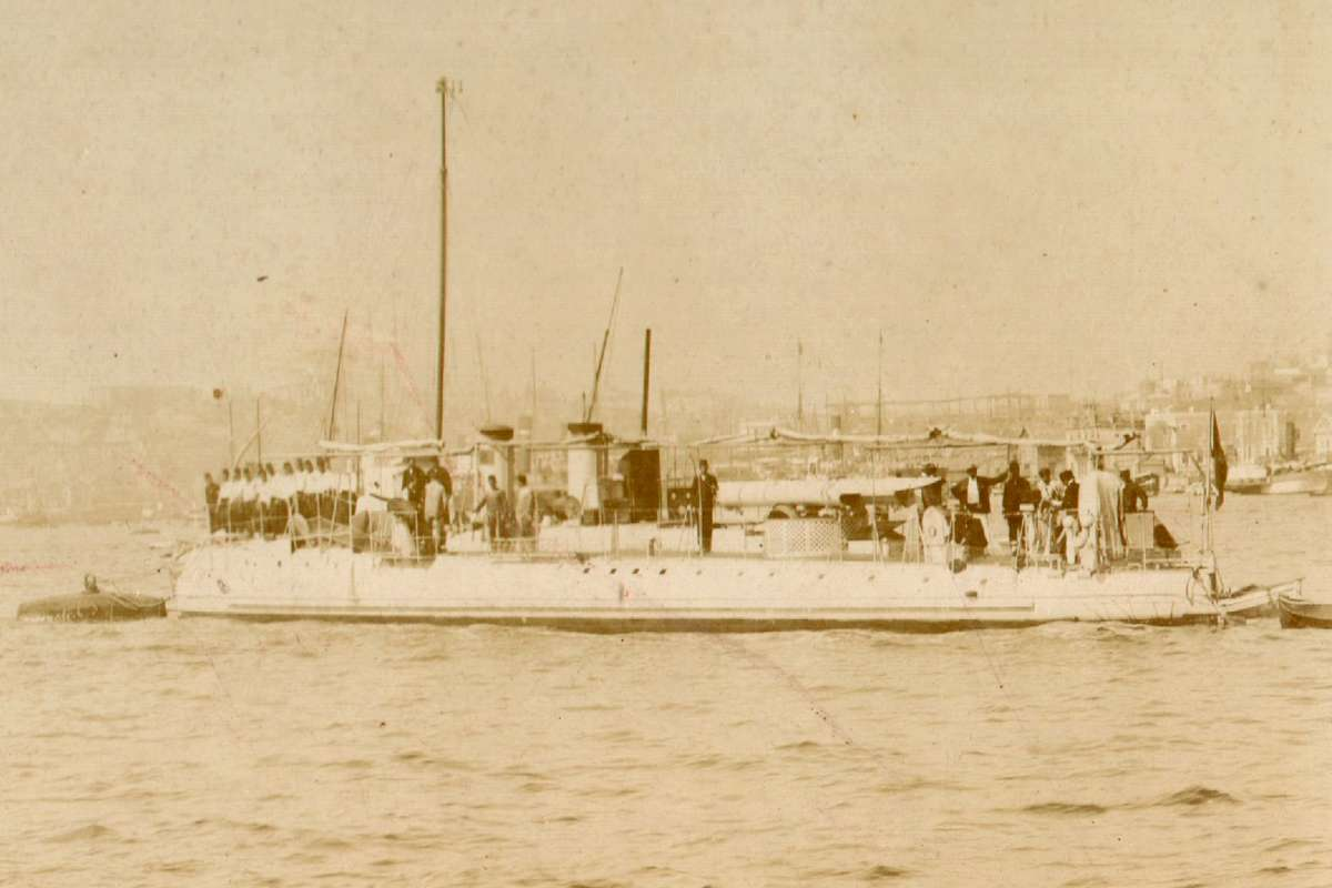 Sultanhisar with crew, c1915. Image: Photographer unknown / Turkish Naval Museum.