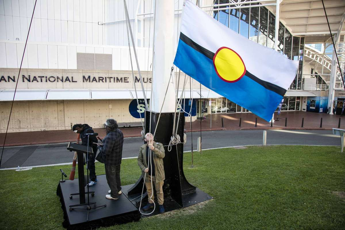Djuwakan Marika – didgeridoo player, Donald Nuwandjali Marawili – designer of Blue Mud Bay Flag, Donna Carstens – Manager Aboriginal Programs Australian National Maritime Museum