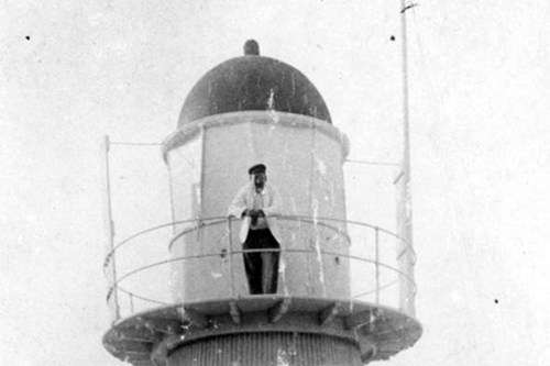 Goode Island lighthouse c.1909. Although officially unidentified, this family group is likely the Norgates as they were still the keepers on Goode Island until January 1910. Image: State Library of Queensland.