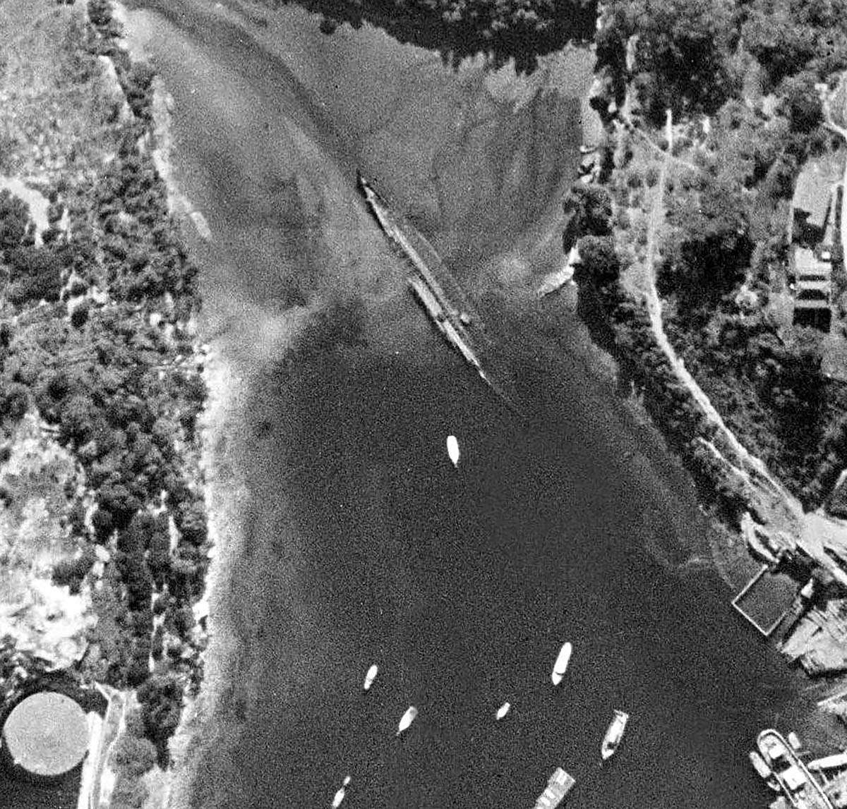 An aerial image of the mudflat at the top of Berrys Bay in 1943, with the hull of a large ship clearly visible. NSW Department of Finance and Services