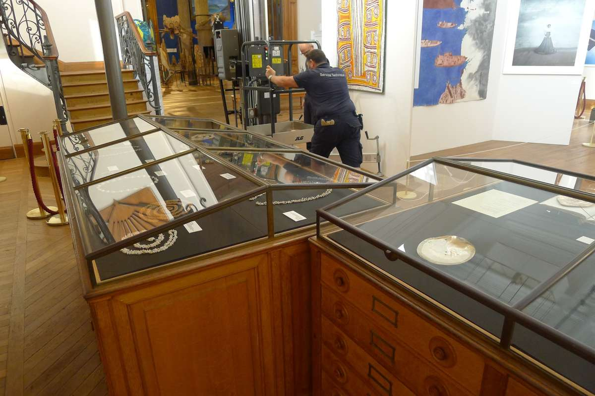 Exhibition staff moving a scissor lift into the space. Image: Rhondda Orchard / ANMM.
