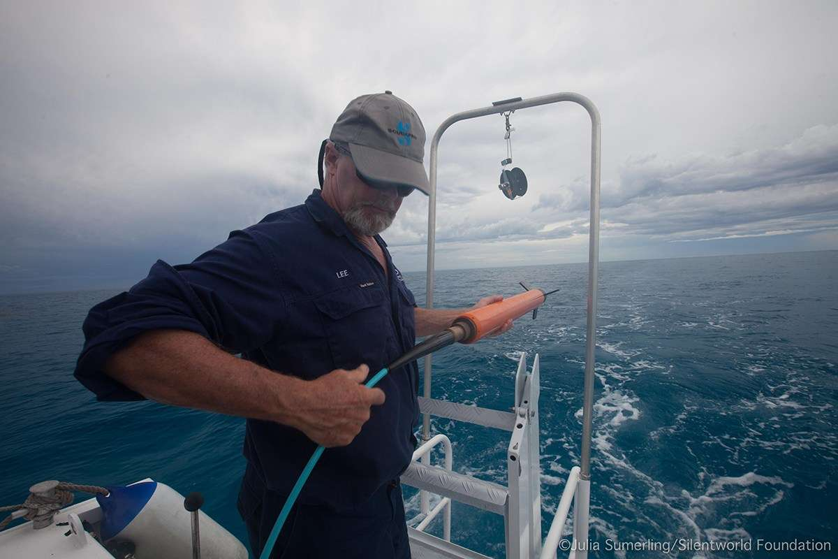 ANMM staff member Lee Graham deploys the magnetometer 'towfish' on the first day of surveying. Image: Julia Sumerling/Silentworld Foundation.