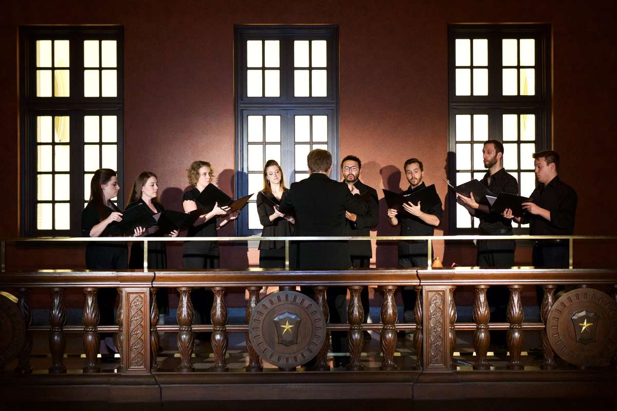 Houston Grand Opera Co-vocalists performing in the upper gallery of the Julia Ideson Building. Image: Ashley Patranella.