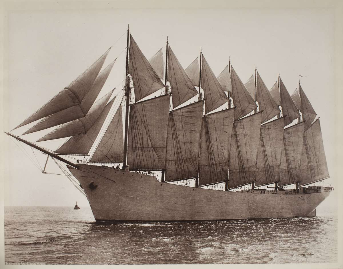 The<em> Thomas W. Lawson</em> in full sailing glory. The largest seven-masted schooner ever built with no auxiliary engine. It would be wrecked five years later. ANMM collection 00033619.