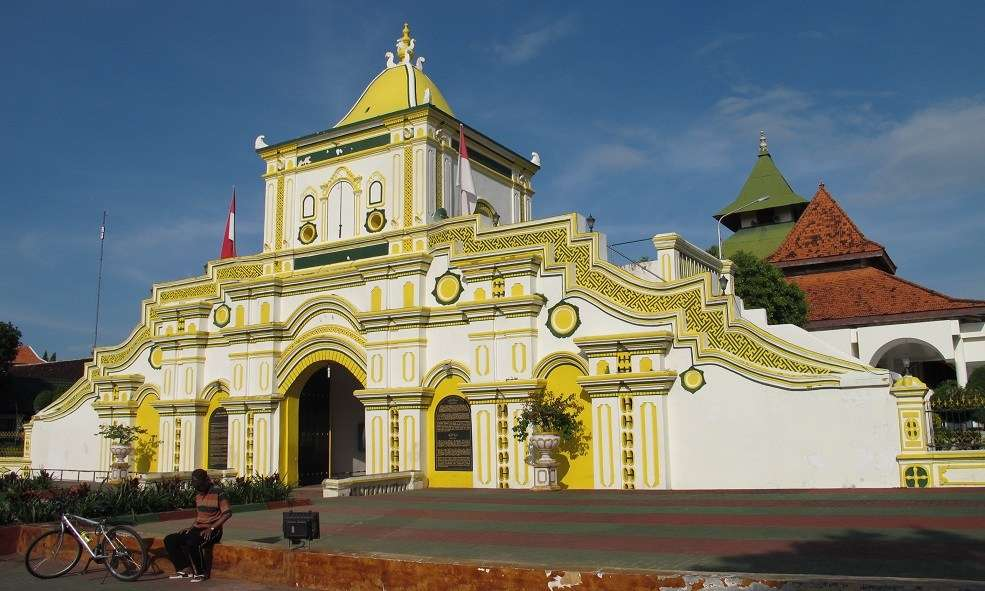 Mesjid Jamid or grand mosque of the former royal capital Sumenep, Madura, built in 1763 to a design by refugee Chinese architect Lau Pia Ngu.