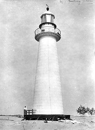 Cape Bowling Green lighthouse in 1917. Image: National Archives of Australia A6247 B32.