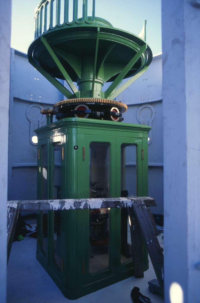 Machine enclosure and lens base installed inside the lantern room, 20 July 1994. Image: ANMM.
