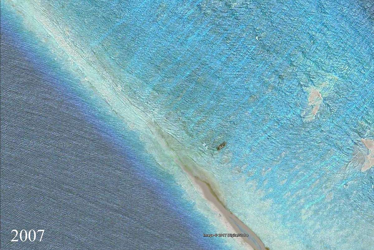 Satellite image of Kingman Reef in 2007, showing a wrecked fishing vessel approximately one year after its loss. Image: Google Earth/DigitalGlobe/NOAA.
