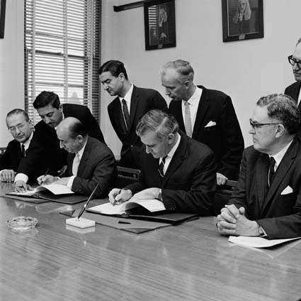 Signing the Australia-Turkey Migration Agreement, 1967. Australian News and Information Bureau. Reproduced courtesy National Archives of Australia A1200, L65408