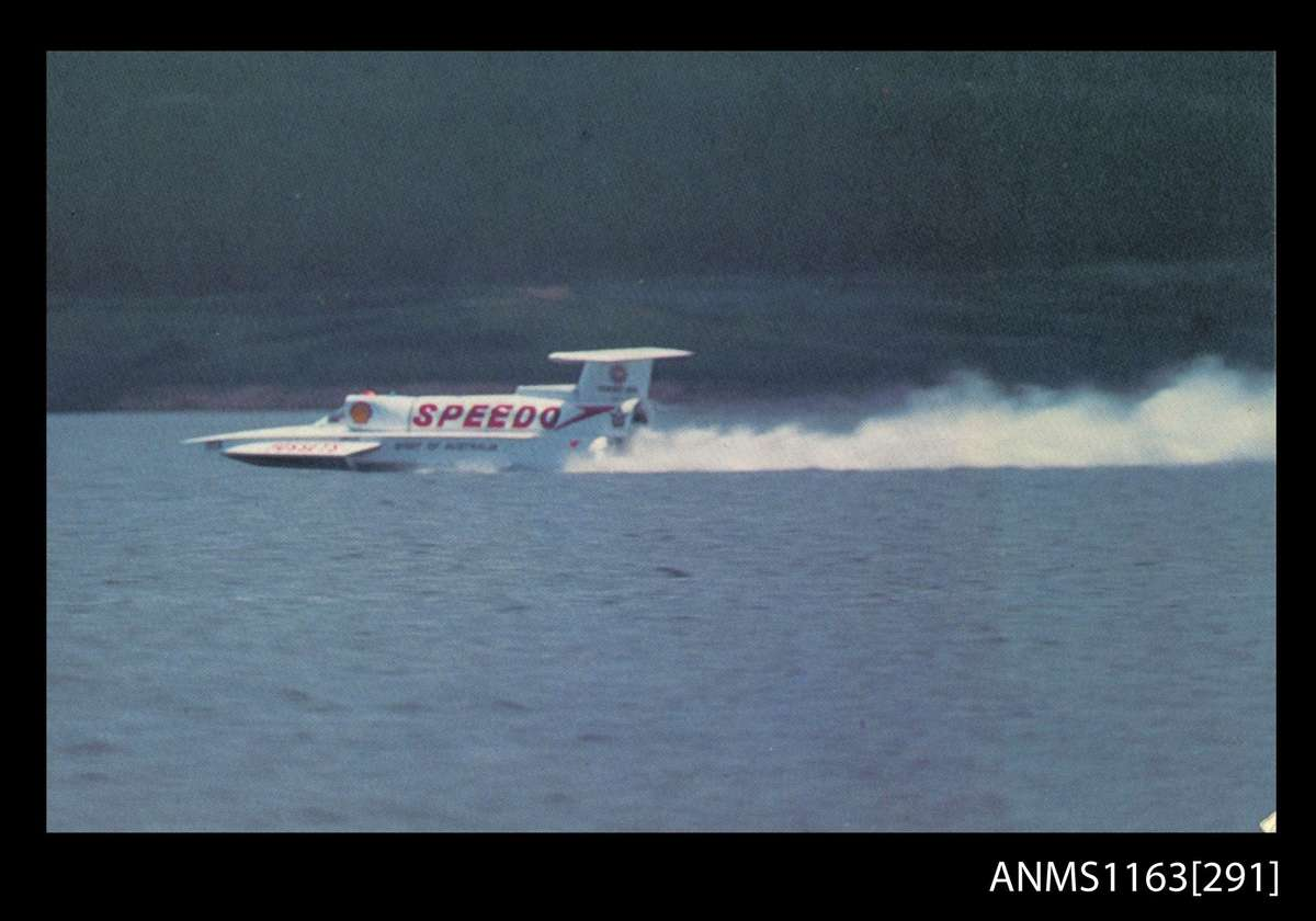 <em>Spirit of Australia</em> driven by Ken Warby on Blowering Dam, 1977. ANMM Collection ANMS1163[291], reproduced courtesy of Graeme Andrews.