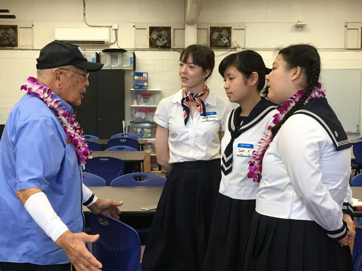 Jimmy Lee with the Anna Parker, Saki and Nanari at Aliamanu Middle School. Image: David Foley / ANMM.