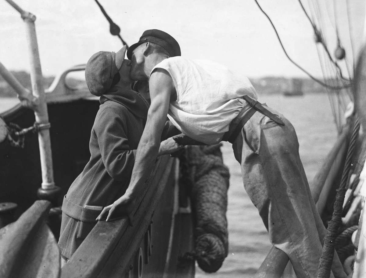 "Photographer Samuel J Hood capturing the love of a sailor. ANMM collection <a href=""http://collections.anmm.gov.au/en/objects/details/13305/man-and-woman-kissing-across-two-vessels?ctx=4531e83e-6228-4760-a471-0f1bf8c24f31&idx=0"">00035634</a>."