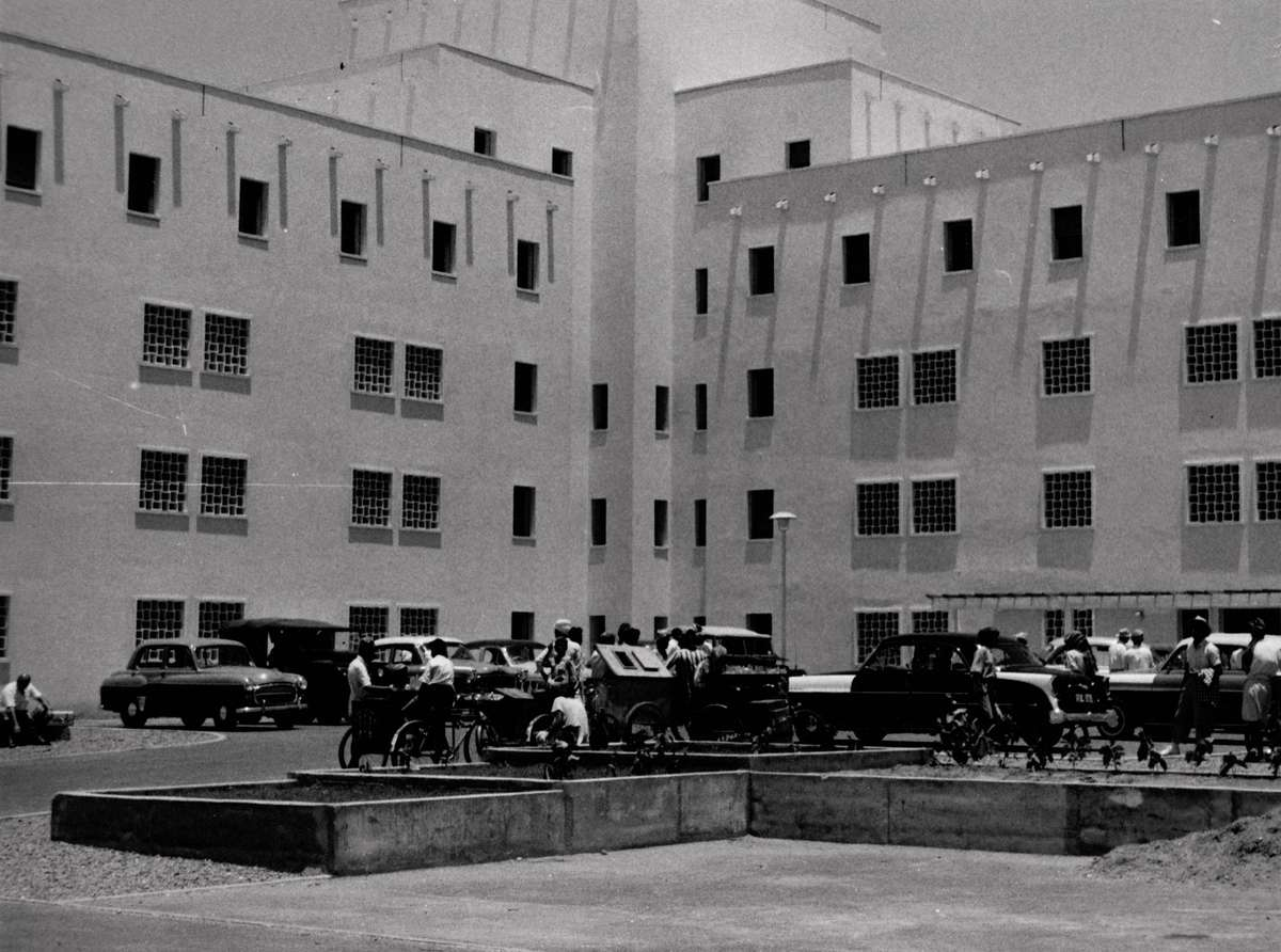The new Queen Elizabeth Hospital in Aden, which opened early to accommodate the Skaubryn survivors, 1958. ANMM Collection Gift from Barbara Alysen ANMS0214[070]. Reproduced courtesy International Organisation for Migration.