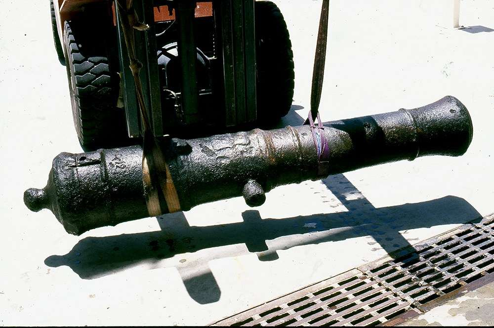 Bounty cannon after de-concretion at the Museum of Tropical Queensland, 1999. Image: Nigel Erskine.