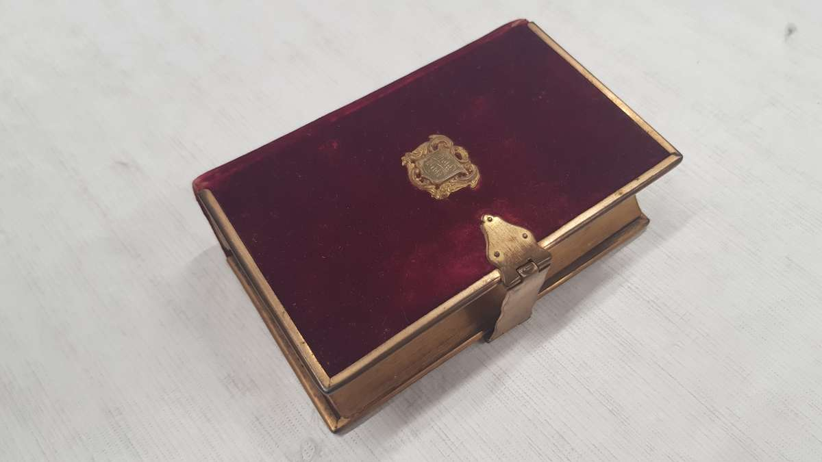 The rich velvet cover and metal clasp indicate that this was a treasured gift. ANMM Collection00054909.