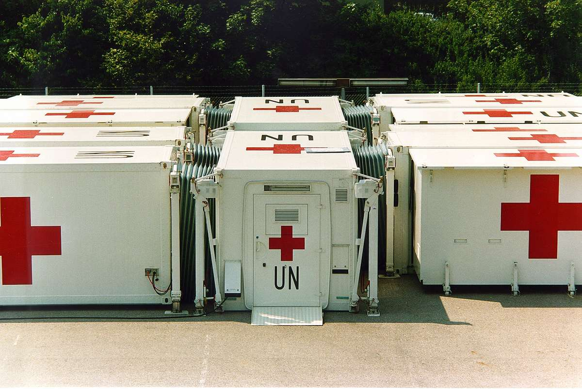 UN mobile field hospital, Somalia, photo Zeppelin Mobile Systems, 1993. Reproduced courtesy Zeppelin Mobile Systems.