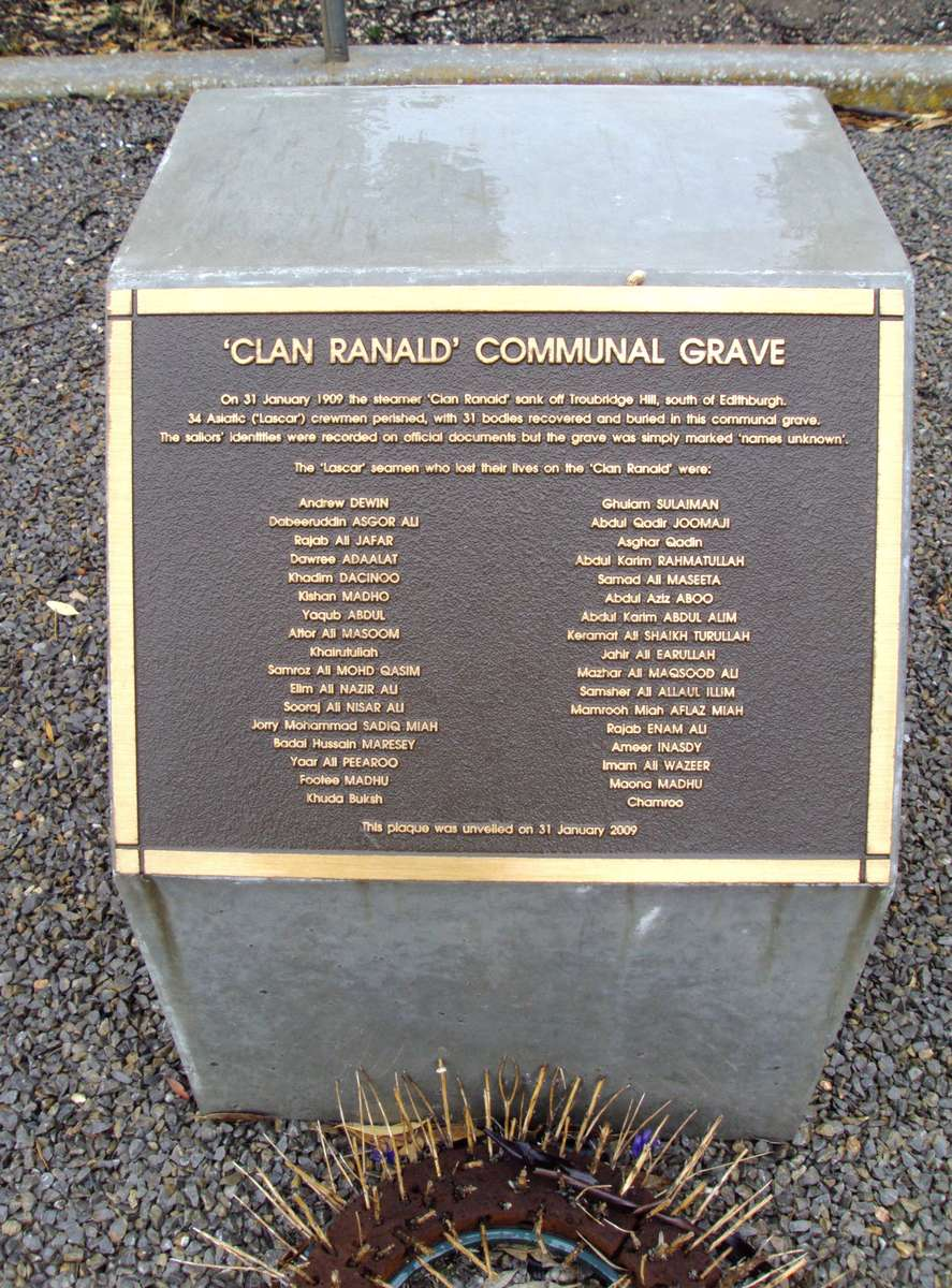 Plaque marking Clan Ranald communal grave, 2011. Courtesy denisbin on Flickr.