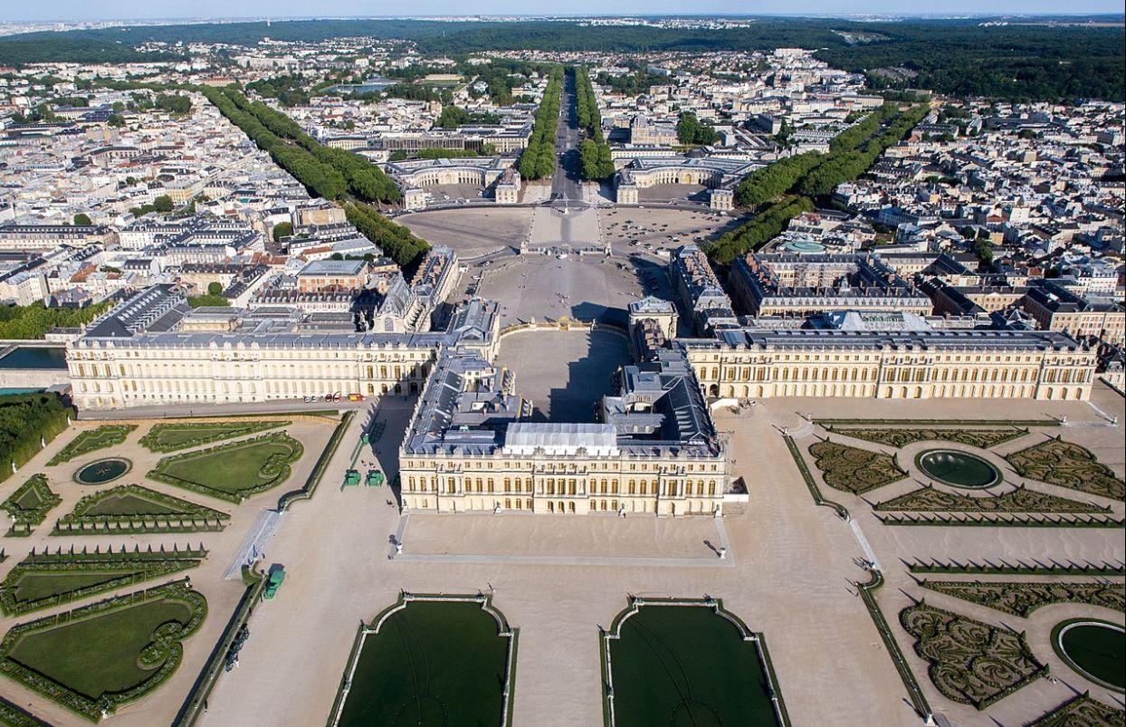 Magnificent Mansions – Château de Versailles