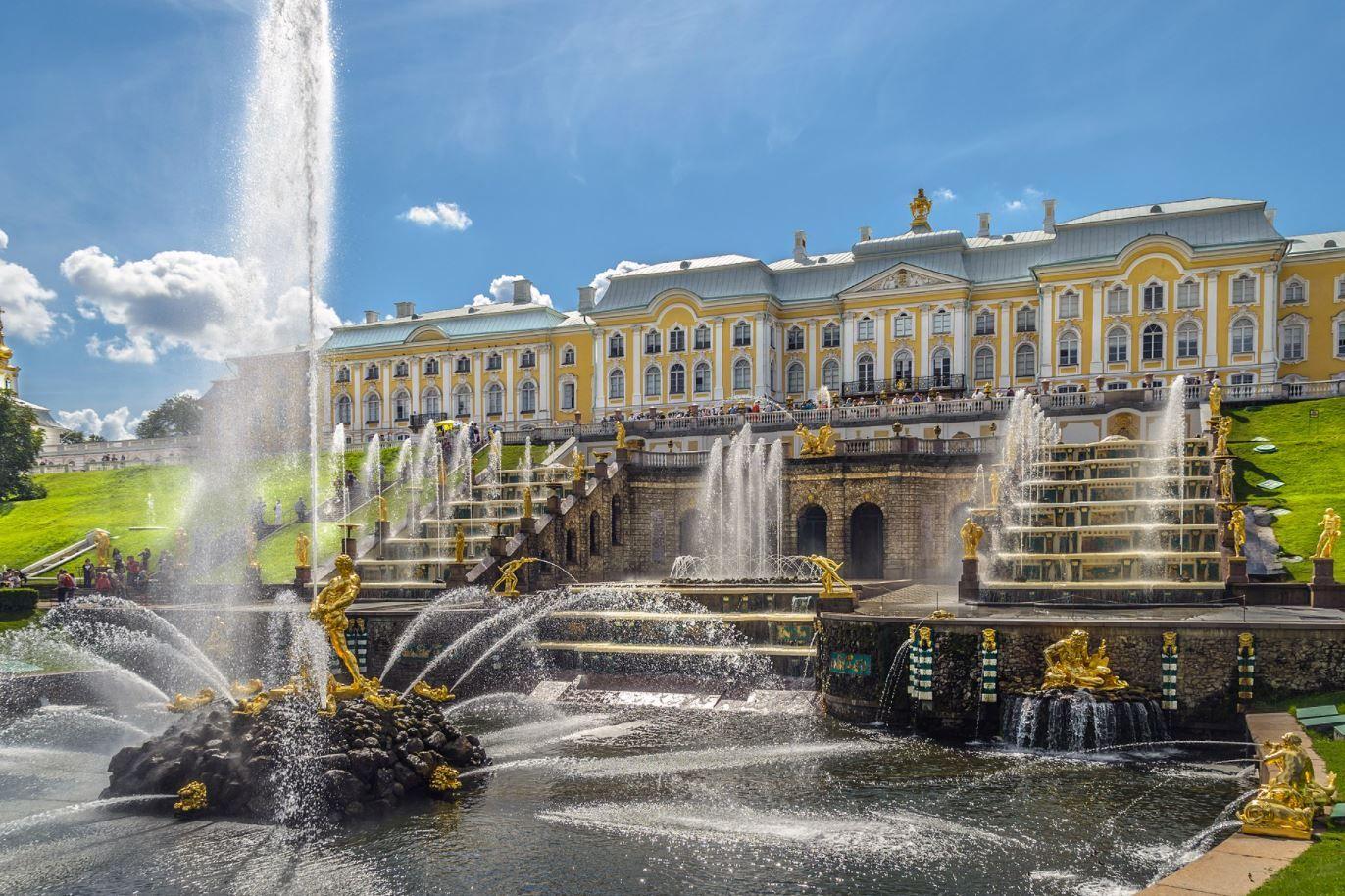 Magnificient Mansions - Peterhof