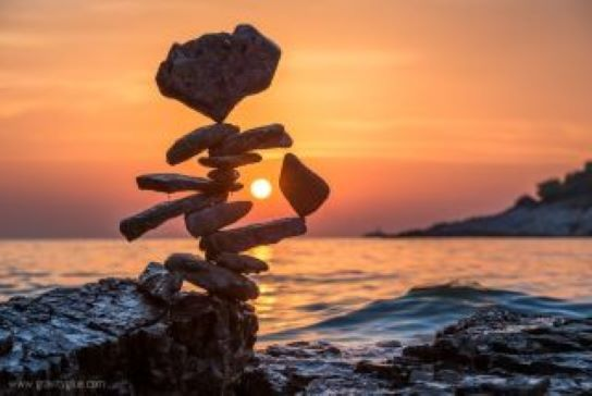 The amazing art of rock balancing