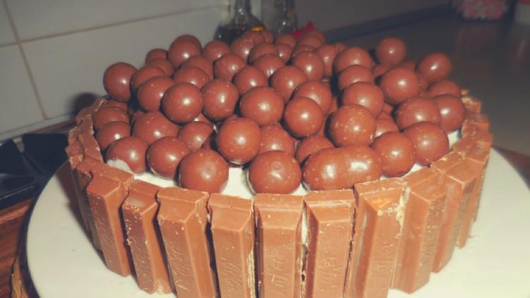 White Chocolate Kit Kat Cake Recipe