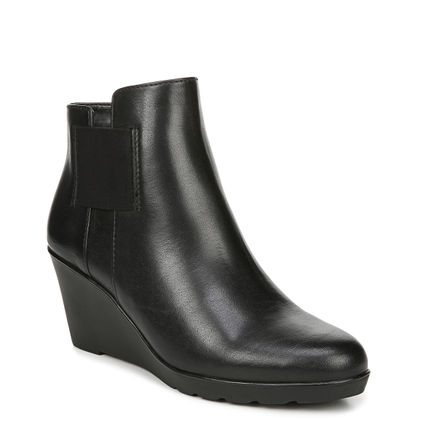 LAILA ANKLE BOOTS IN BLACK