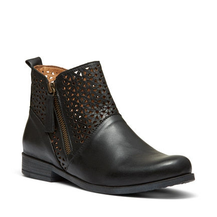 B-LOGAN ANKLE BOOTS IN BLACK