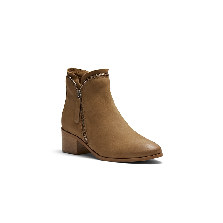 TRACE  BOOTS IN