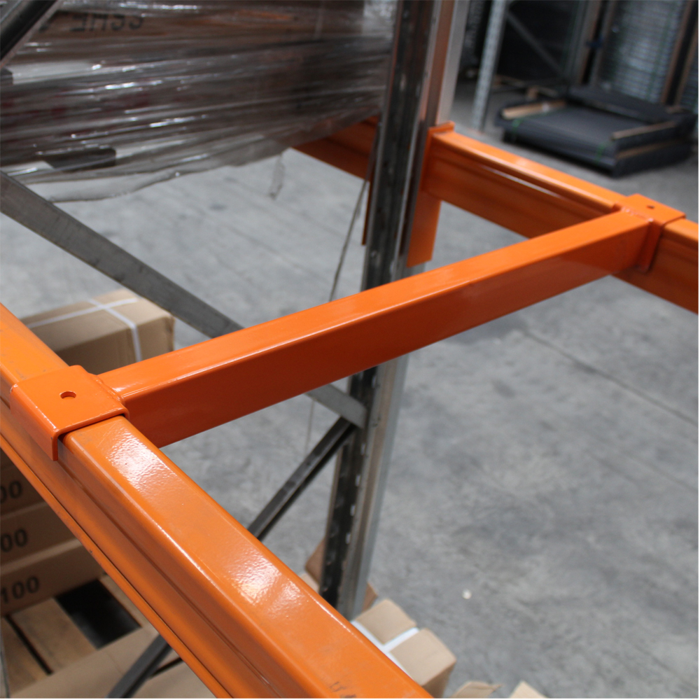Example of Pallet Support Bar when in use.