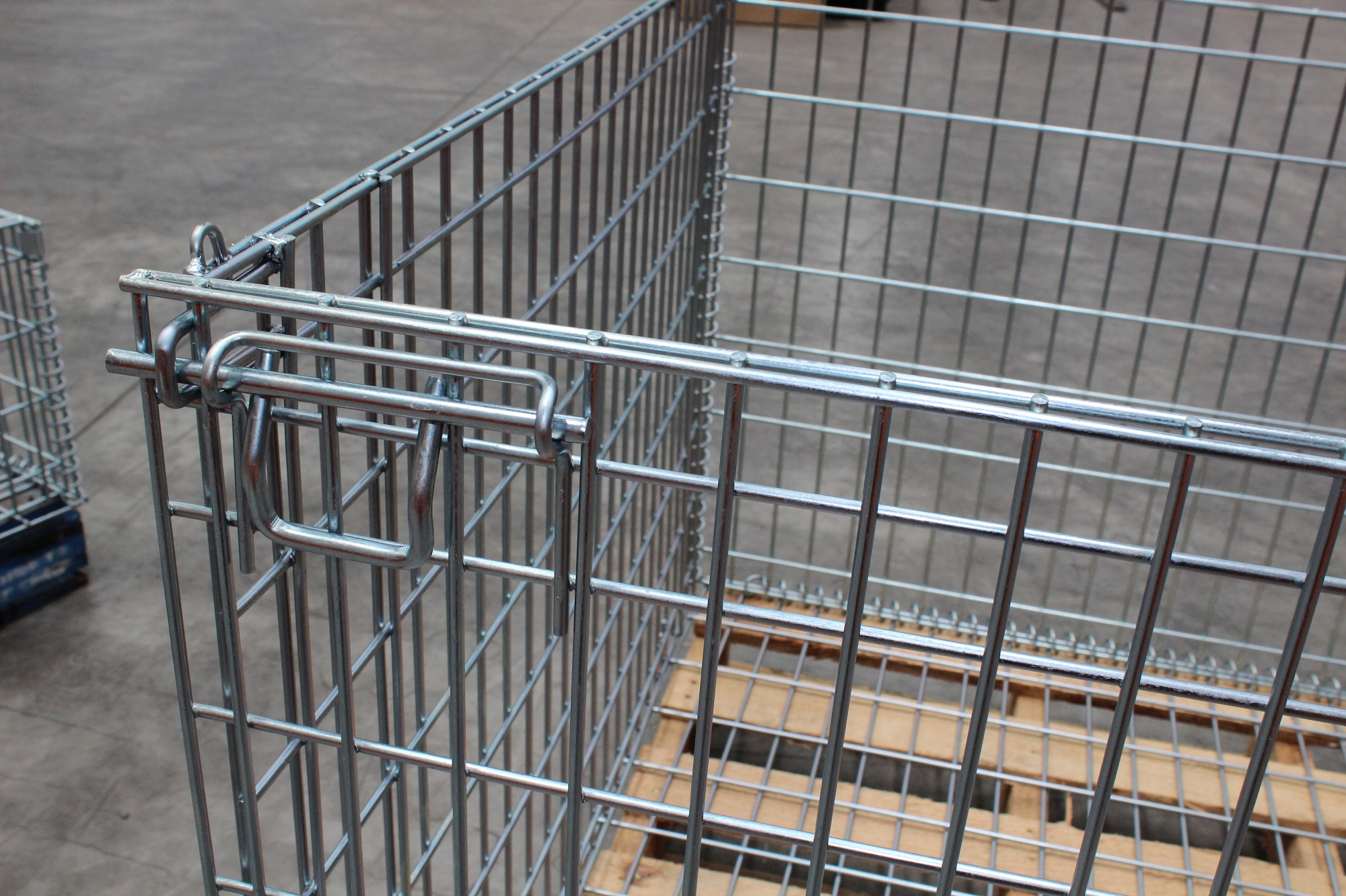 Wire Cage for Pallets lock details.