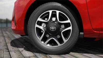 "15"" Alloy Wheels (Machined Black)"