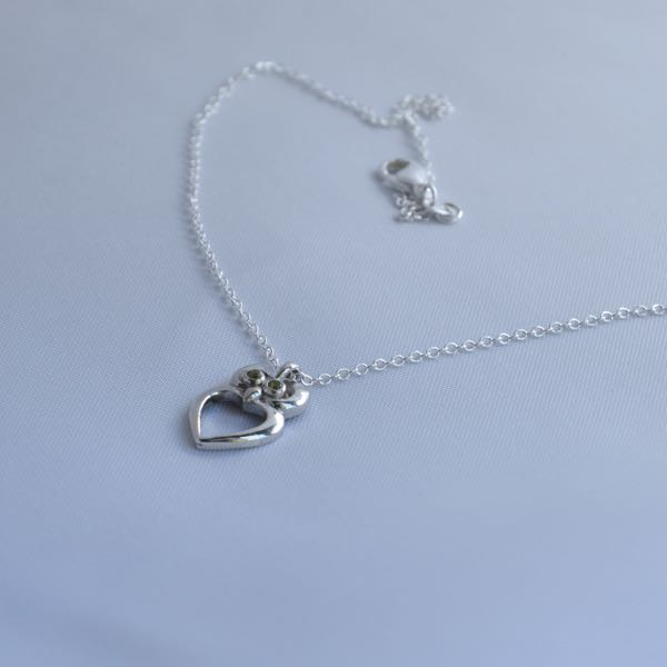 This elegant piece of jewellery is made with sterling silver and a Genuine Natural Image4Descriptions in the center.&nbsp;</p>\nVery solidly made out of sterling silver and the shine will last long due to the rhodium plating over it.</p>\nThis is a perfect valentine day gift. Order this before you miss out!</span></p>\nShipping to Melbourne, Sydney, Perth, Brisbane, Adelaide, Gold Coast, Hobart, Darwin.\nImage4Description :  Peridot\nImage4Description Size : 1.80mm\nMaterial : Sterling Silver\nT