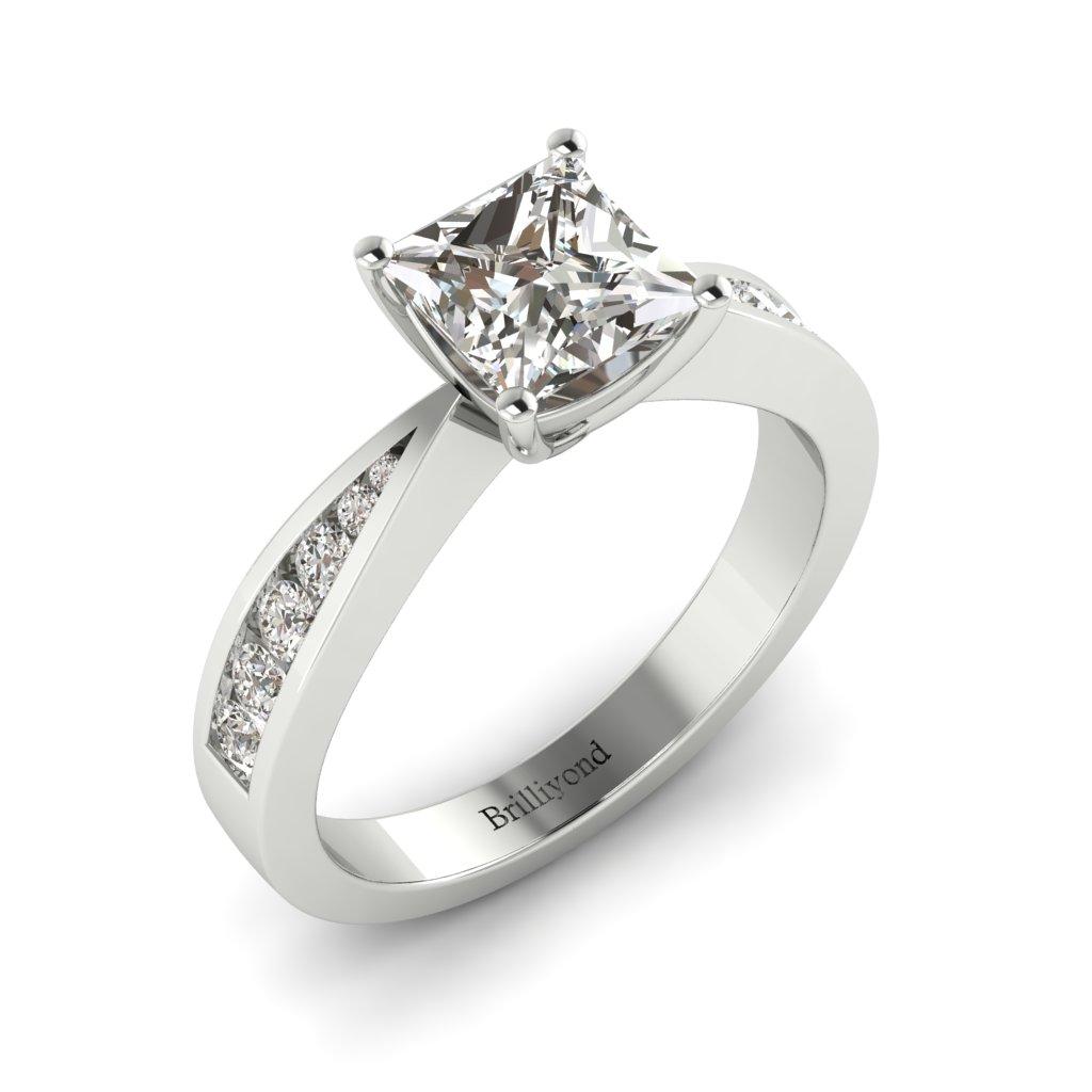 Princess cut Diamond Engagement Ring Vanessa in Platinum