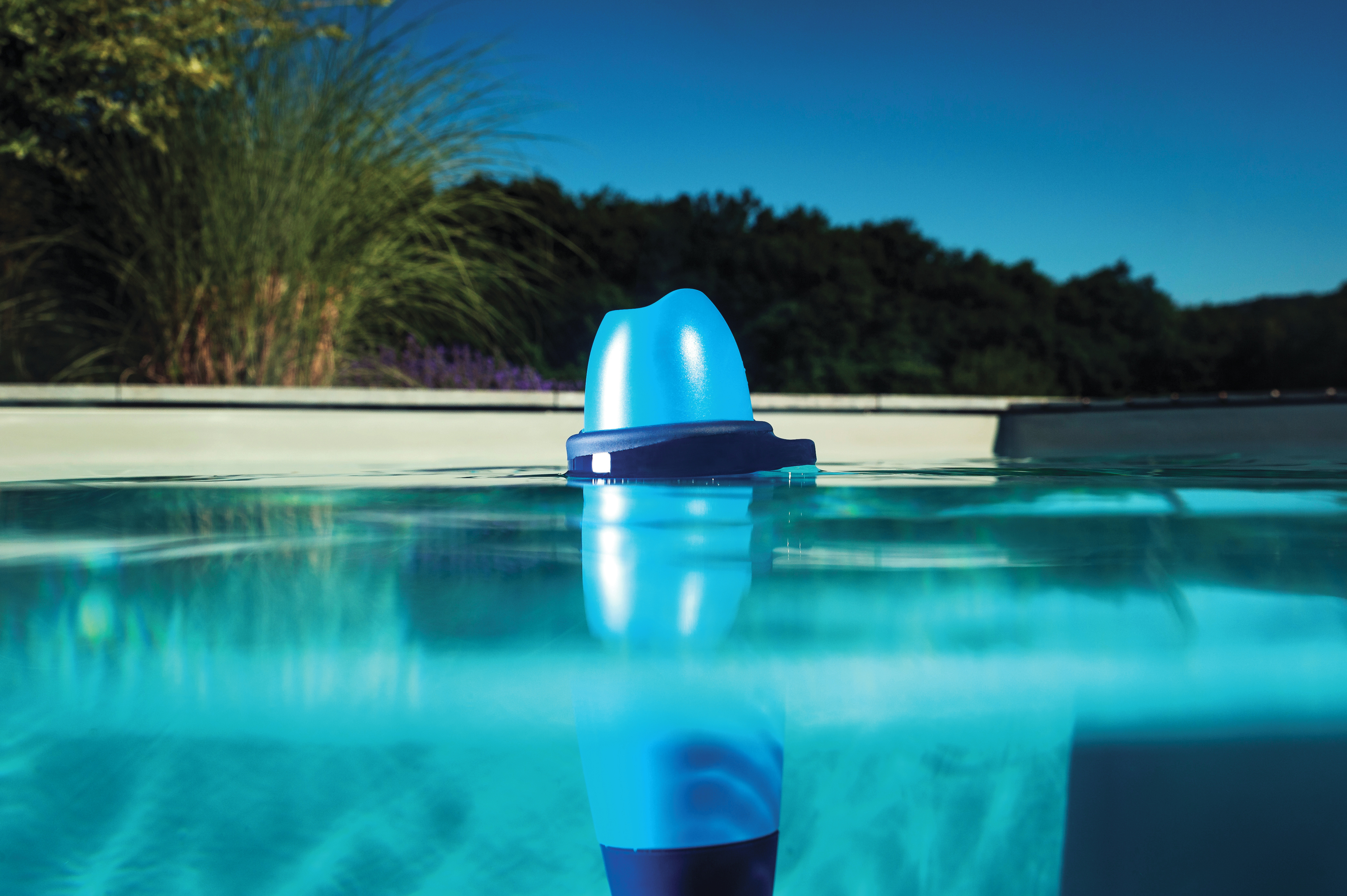 Maintaining Your Pool Water Quality With Blue Connect article main image