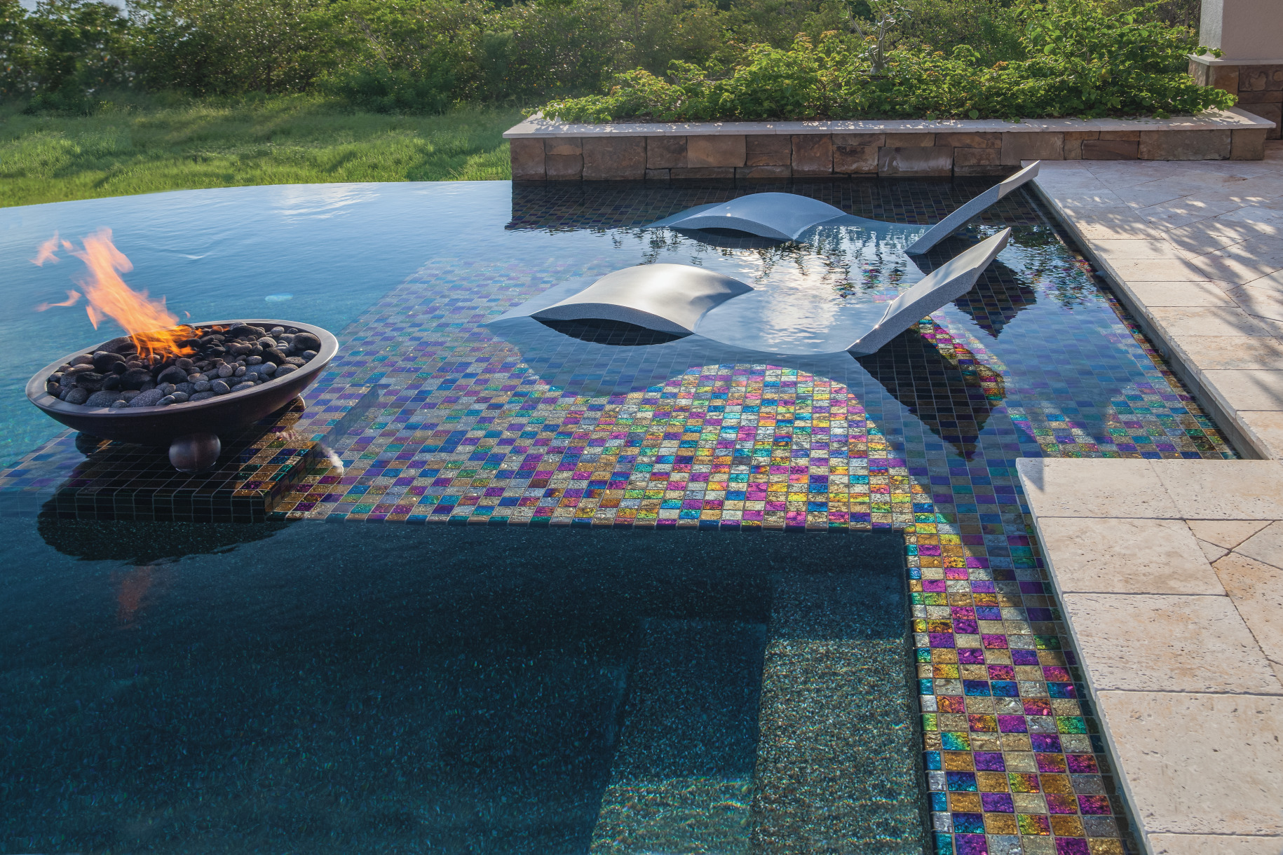 6 Ways to Cozy up your Pool Area with Fire Features article main image