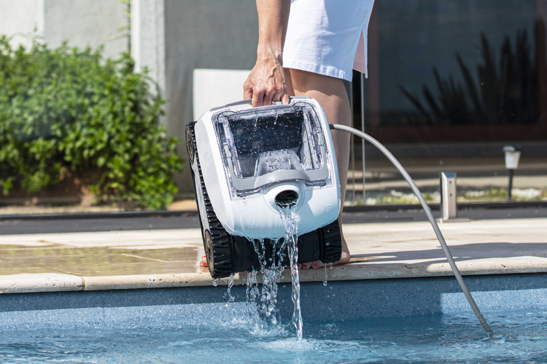 Key Considerations To Choose The Right Robotic Pool Cleaner for Your Pool article main image