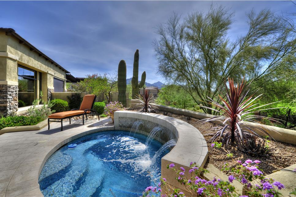 Your Guide to Pool Water Features article main image