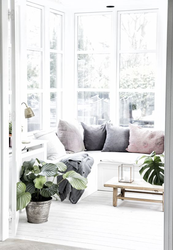 white on white interiors inspiraiton
