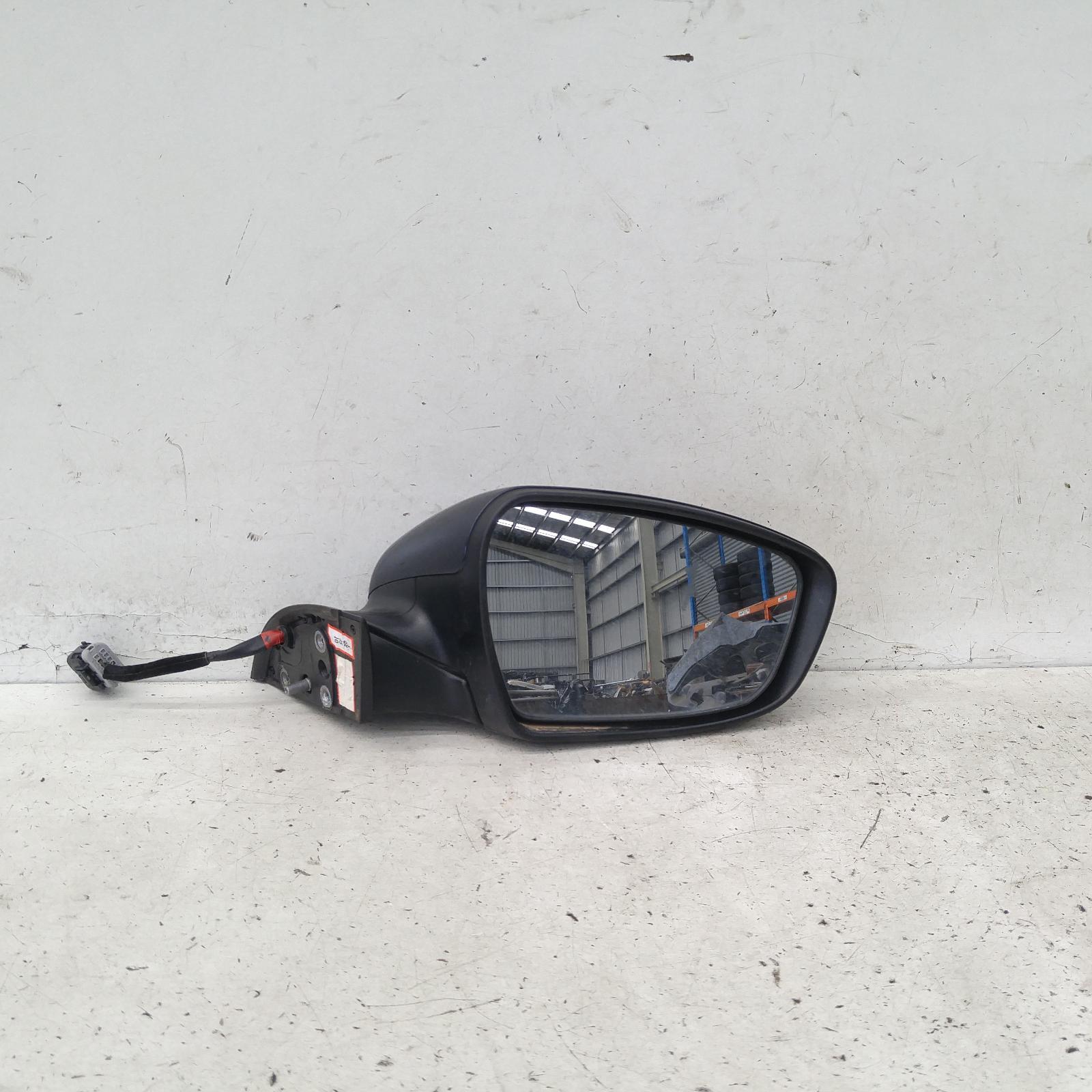 View Auto part Right Door Mirror Kia Cerato 2016