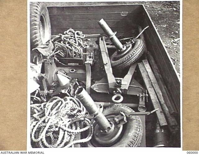 PORT MORESBY, NEW GUINEA  1943-11-15  A SHORT 25-POUNDER GUN