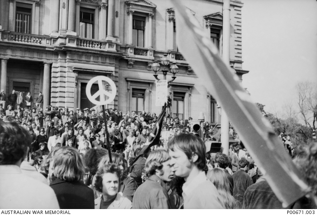 Crowd demonstrating at a Vietnam Moratorium march on the steps of Parliament House, 1970
