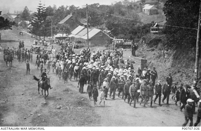Waratahs recruiting march, leaving Kiama, led by army personnel on the way to Jamberoo
