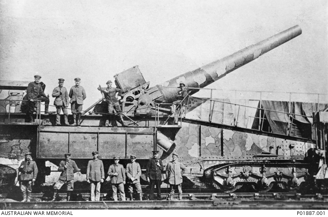 The Amiens gun in 1918, with its German crew, shortly before its capture by the 5th Australian Division