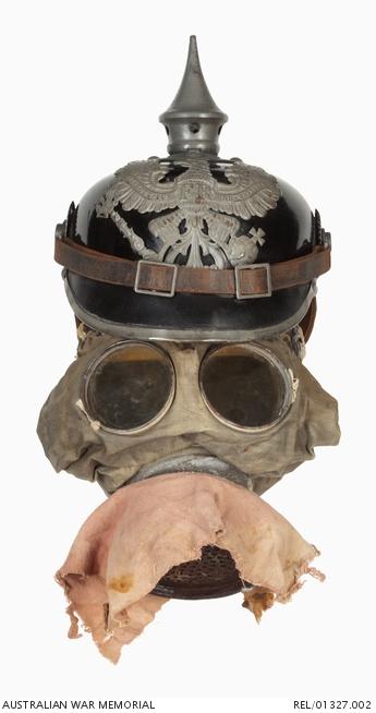 German 'Gummimaske' model 15 gas mask third type : Chaplain