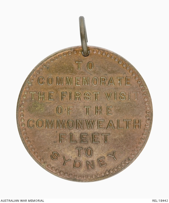 Circular bronze medalet commemorating the first visit of the Commonwealth fleet to Sydney on 4 October 1913.