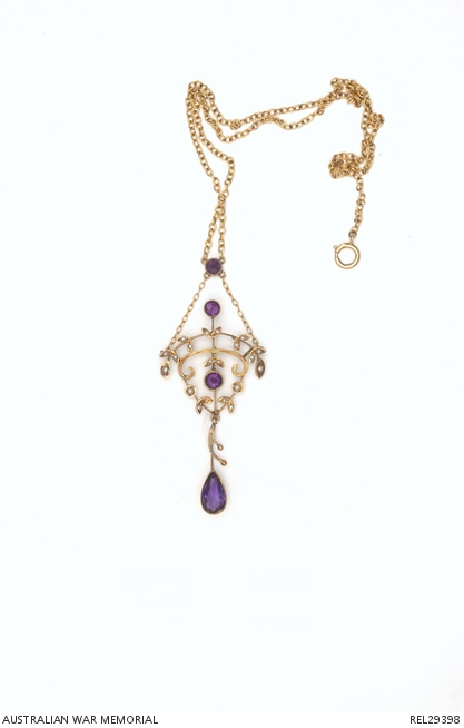 Amethyst and pearl necklace. REL29398.