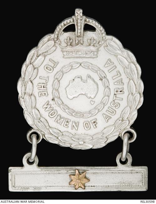 Female relative badge : Mrs I I Cameron. REL30598